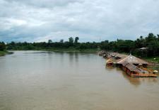 Tha Ngon Boat Restaurants