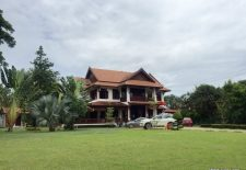 (884) Large House With Big Lawn in Vientiane, Laos